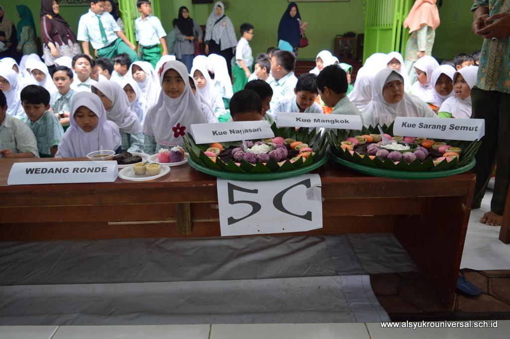 SD Islam Al Syukro Adakan Festival Makanan Tradisional