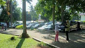 FASILITAS - Area Parkir yang Luas