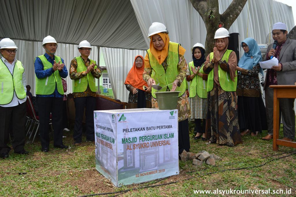 Peletakan Batu Pertama Pembangunan Masjid Al Syukro