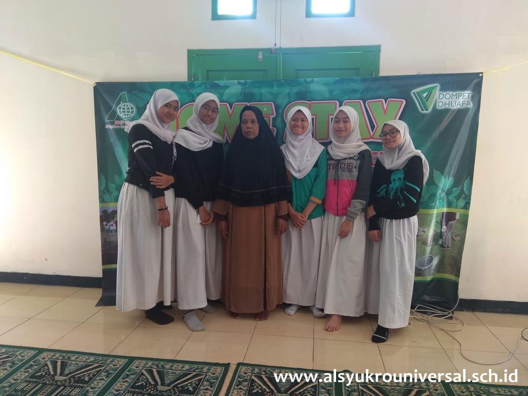 Siswa-Siswi  SMP Islam Al Syukro Universal Ikuti Kegiatan Homestay