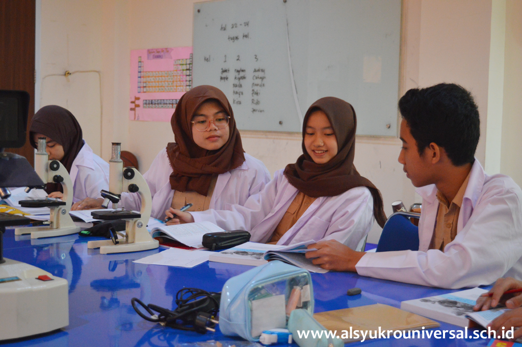 SMP Islam Al Syukro Universal Mendidik Para Siswa Menjadi Generasi Cerdas dan Berakhlak Mulia